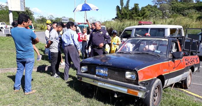 Tres menores entre los lesionados tras accidente de tránsito en calle a Huizúcar