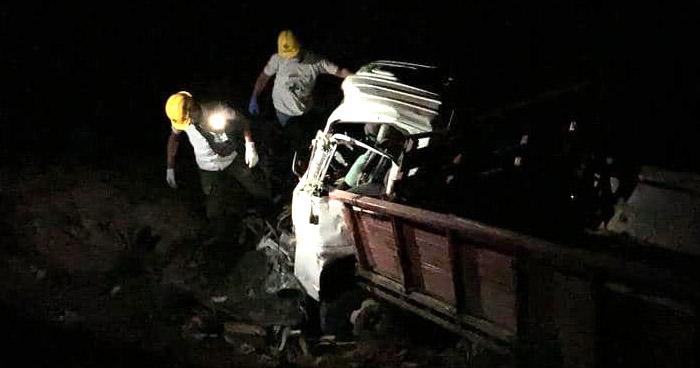Conductor murió tras caer a un barranco en carretera de Ilobasco