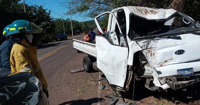 Conductor lesionado tras caer a un barranco en carretera de Intipucá, La Unión