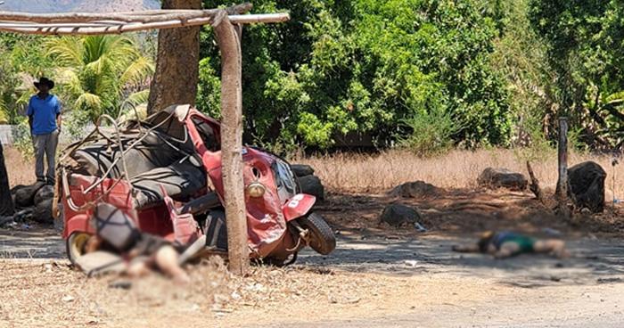 Madre e hija fallecidas tras accidente entre mototaxi y sedan en Intipuca, La Unión