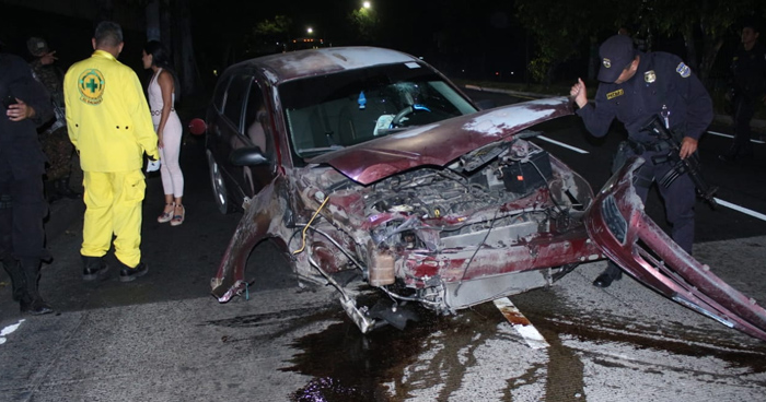 Capturan a mujer en estado de ebriedad tras causar accidente de transito esta madrugada