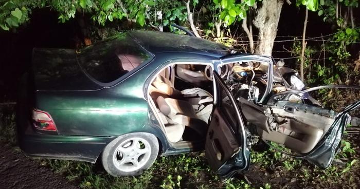 Dos lesionados tras fuerte accidente de tránsito en carretera de La Paz