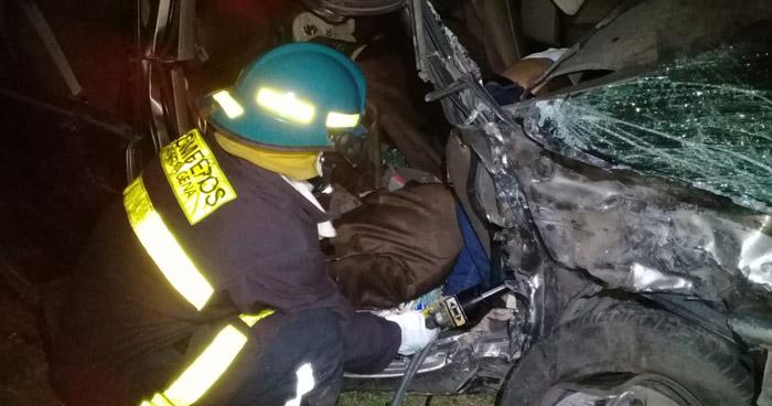 Un fallecido y un lesionado tras choque frontal en carretera La Paz