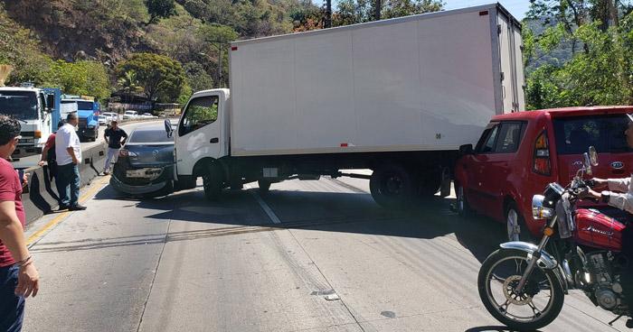 Cuádruple accidente en carretera Los Chorros