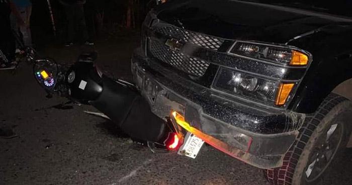 Motociclista lesionado tras chocar contra un pick up en Berlín, Usulután