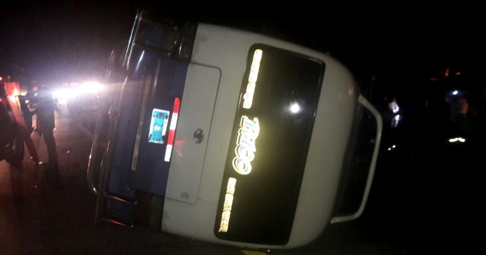 Accidente de transito entre Coaster y sedan deja mas de 5 lesionados por desvío de Opico