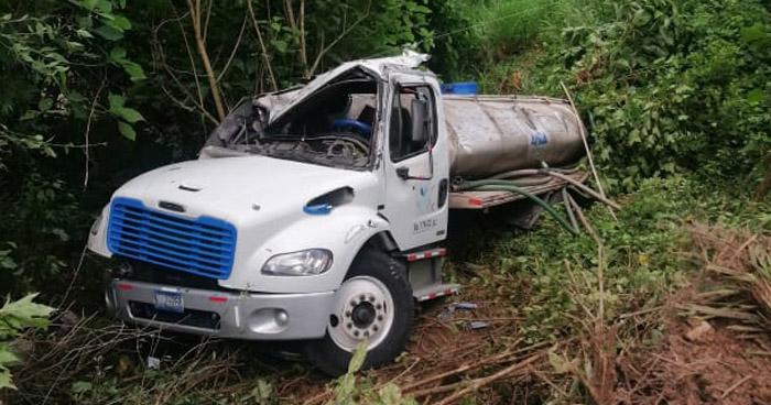 Conductor lesionado tras caer a un precipicio en carretera Panorámica