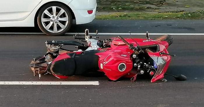 Motociclista muere tras ser embestido en carretera de Sonsonate