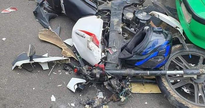 Motociclista muere al chocar contra una grúa en Izalco, Sonsonate