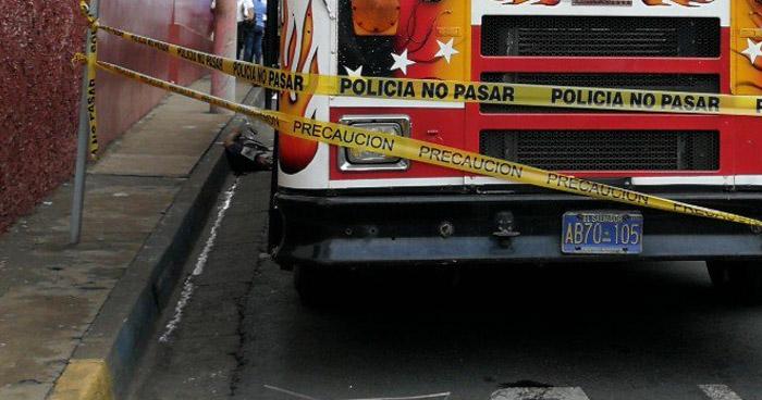 Autobús atropella y mata a un hombre en parada de buses de Nahuizalco, Sonsonate