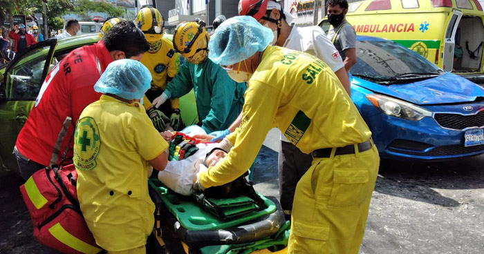 Joven lesionada tras triple choque en Paseo General Escalón