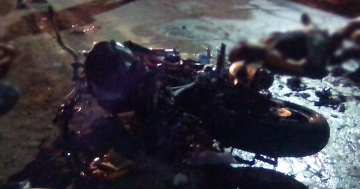 Dos personas a bordo de una motocicleta murieron tras accidente en carretera al Puerto de La Libertad