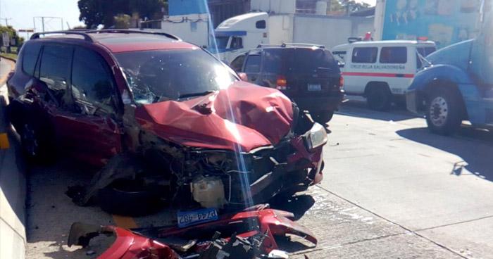 Conductora lesionada tras accidente de tránsito en carretera al Puerto de La Libertad