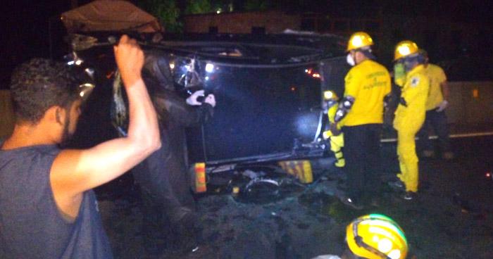 Conductor lesionado tras volcar su vehículo en carretera a Quezaltepeque