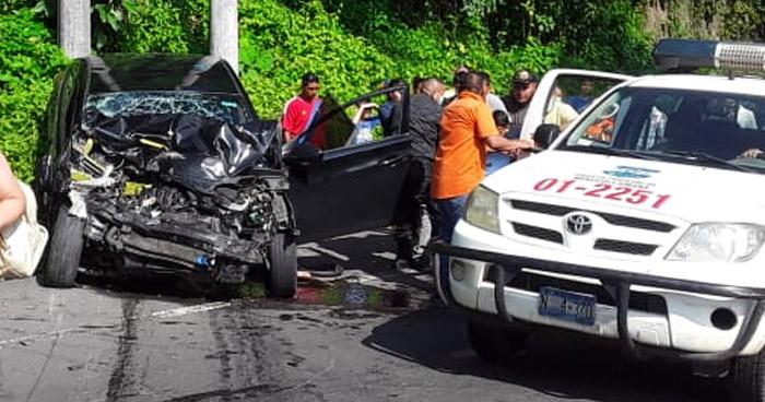 Conductor muere al chocar contra un autobús en Mercedes Umaña, Usulután