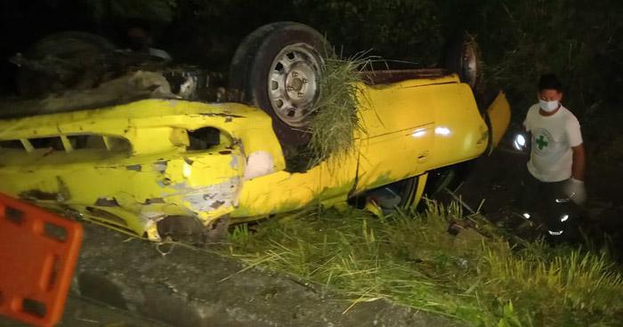 Conductor muere al volcar su vehículo en carretera a Chalchuapa