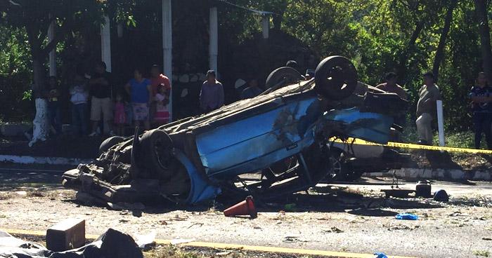 Hermanos mueren tras aparatoso accidente en San Vicente