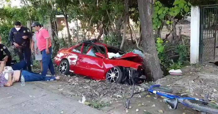 Dos muertos y tres lesionados tras aparatoso accidente en San Vicente