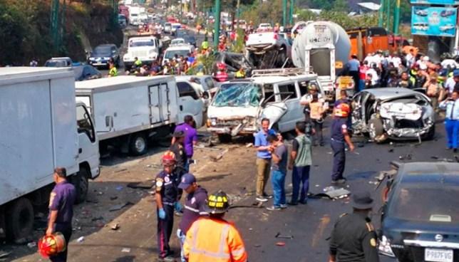 Trailer a excesiva velocidad y sin frenos causa fatal accidente de transito en Guatemala