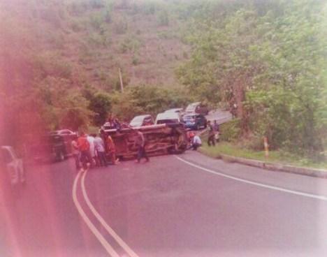 Un muerto y seis lesionados en accidente sobre la carretera que conduce a San Miguel