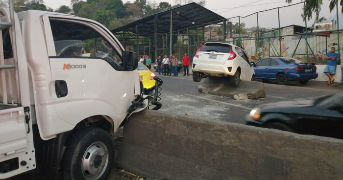 Dos lesionados por triple choque en carretera Troncal del Norte