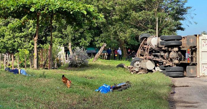 Motociclista pierde la vida tras ser arrollado por un camión en carretera de San Miguel