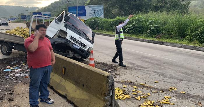 Dos accidentes de transito provocan caos vehicular en Los Chorros