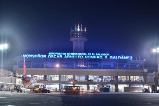 Salvadoreño murio de infarto cuando regresaba de Miami en Aeropuerto Monseñor Óscar Arnulfo Romero