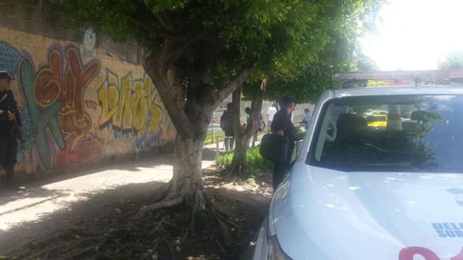 Roban arma de equipo a Policía en estado de ebriedad en San Salvador