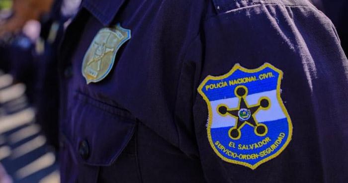Asesinaron a policía en la entrada de su vivienda en San Salvador