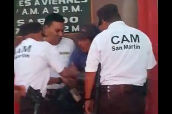 VIDEO: Agentes del CAM de San Martin decomisan mercadería a la fuerza a vendedores ambulantes