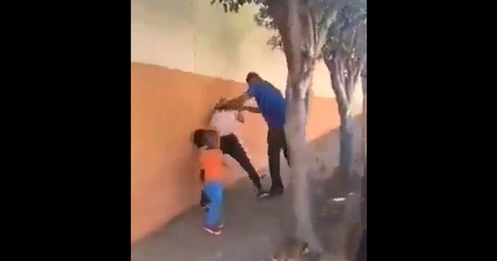 Captan a sujeto golpeando a una mujer frente a 2 niños en San Vicente