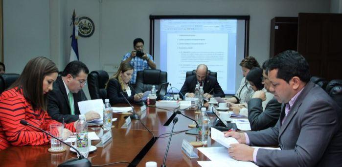 Diputados acuerdan aplicar penas de 1 a 3 años de cárcel por malversación de fondos