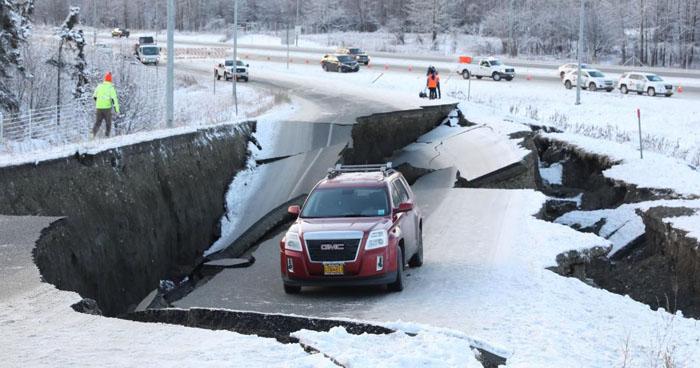 Imágenes sobre los estragos que causó el terremoto de 7.0 en Alaska