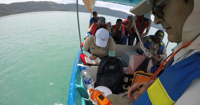 Cambio de color del lago de Coatepeque es por contaminación, según MARN