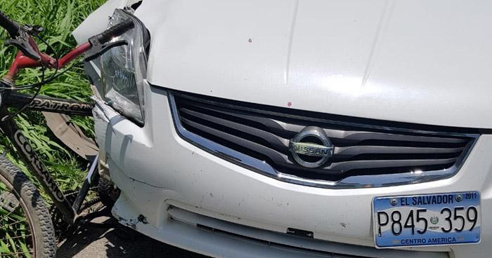 Anciano pierde la vida al ser embestido por un automovilista en carretera a Santa Ana