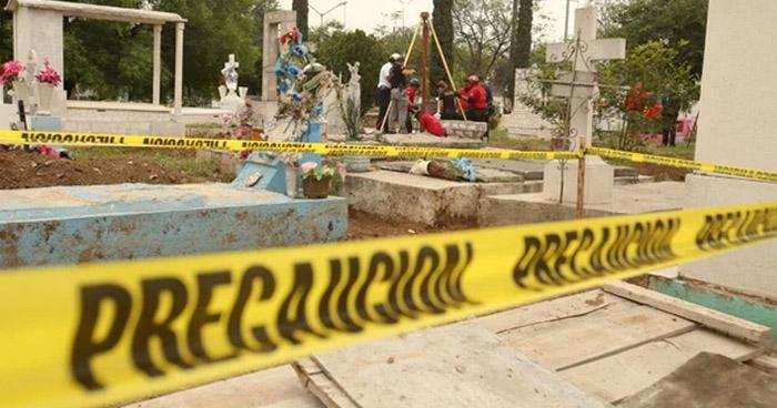 Anciano visitó un cementerio por el día de los difuntos y murió al caer dentro de una cripta
