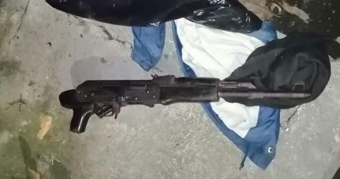 Localizan arma abandonada durante patrullaje en el centro de San Salvador
