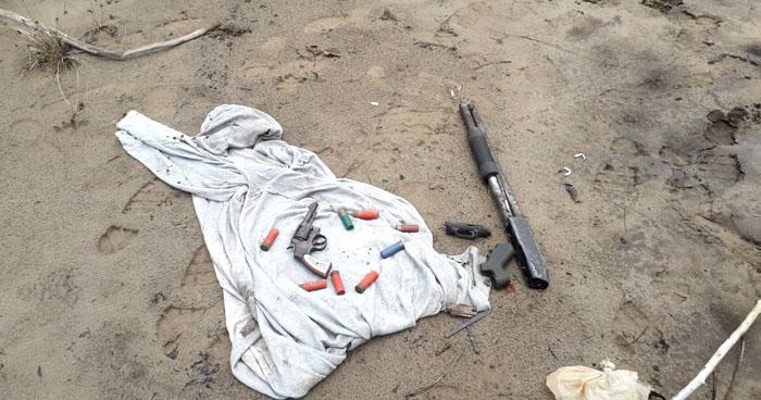 Encuentran armas en refugio de pandilleros en manglar de La Unión