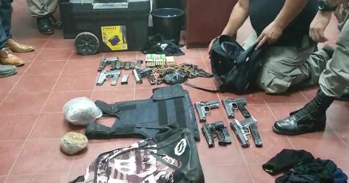 Descubren armas y munición para armas de grueso calibre en vivienda de San Vicente