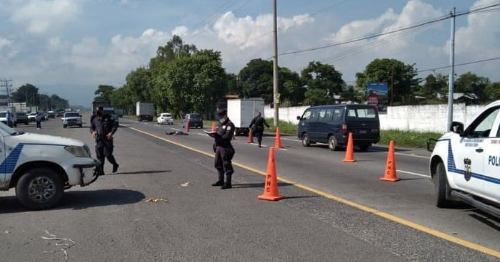 Joven pierde la vida al ser arrollado en carretera a Santa Ana