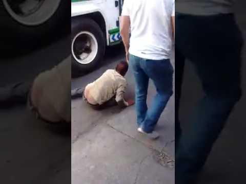 VÍDEO   Conductor prensa pie de ladrón que intentaba huir