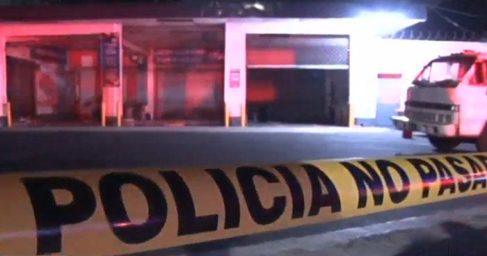 Mujer lesionada cuando intentó asaltar una gasolinera en colonia Layco, San Salvador