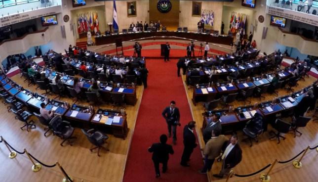 Diputados del FMLN y PCN piden dar seguridad a diputados salientes por un año más