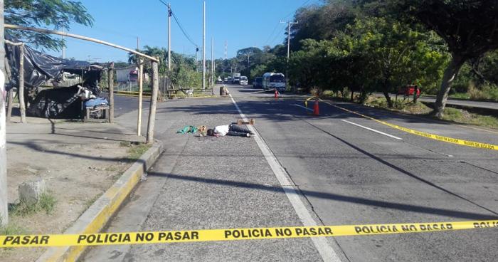 Matan a pandillero que vendía de fruta en la autopista a Comalapa, en Olocuilta