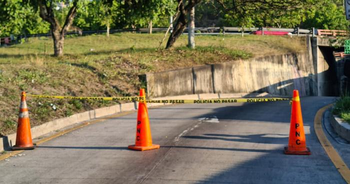 Asesinan a joven en pasarela por desvío a Los Planes de Renderos y carretera a Comalapa