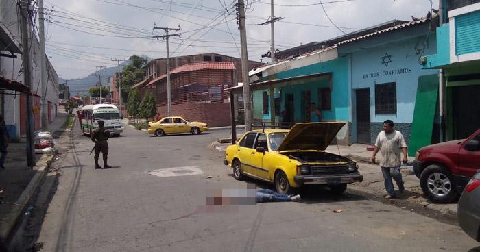 Asesinan a joven cerca del mercado La Tiendona, en San Salvador