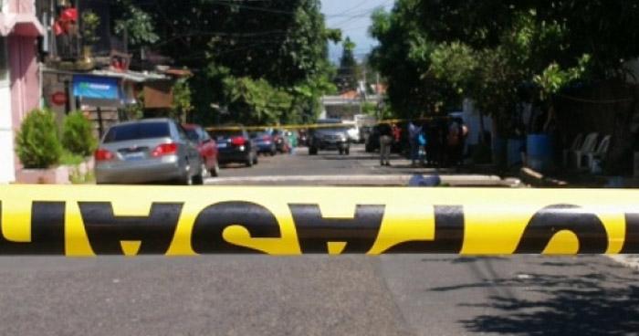 Acribillan a balazos a un hombre cuando conducía un vehículo, en Cuscatlán
