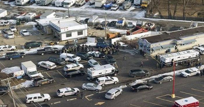 Al menos 5 muertos y 5 heridos dejó un tiroteo en Illinois, EE.UU.