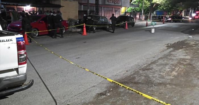 Policía, vigilante y un delincuente lesionados tras ataque armado en La Unión